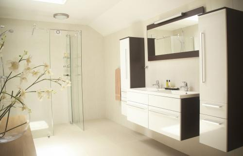 Ocean: interior-bathroom